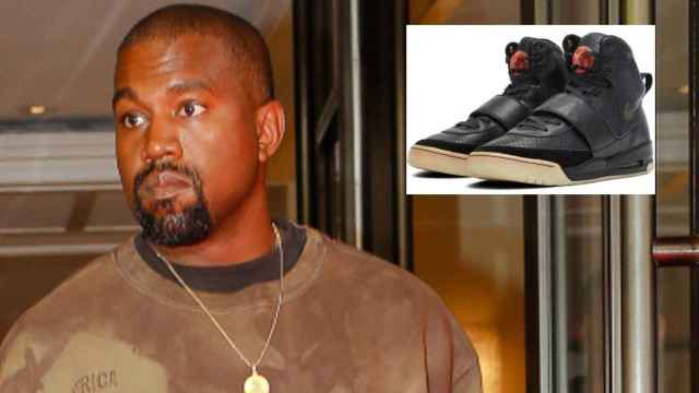 El rapero Kanye West en montaje de EL ESTILO junto a sus zapatillas.