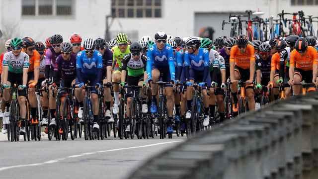 El pelotón de la Volta a la Comunitat Valenciana en la primera etapa del 2021