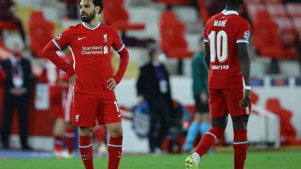 Mohamed Salah y Sadio Mané desesperados durante el partido