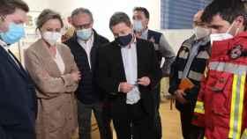 El presidente de Castilla-La Mancha, Emiliano García-Page, ha visitado este martes la zona del incendio de Seseña