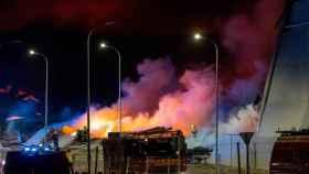 Incendio en las naves de Seseña en el margen de la A-4. Foto: EUROPA PRESS / DAVID CASERO - MOSS VOODO