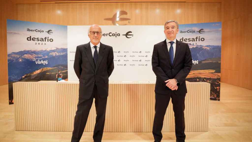 José Luis Aguirre, presidente de Ibercaja Banco, junto a Víctor Iglesias, consejero delegado de la entidad, durante la presentación de su plan estratégico 2021-2023.