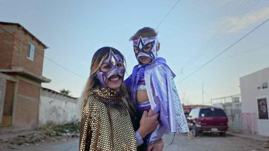 La luchadora Baby Star con su hija.