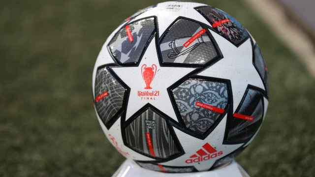 El balón de la Champions League en el estadio de Anfield, en un reciente partido de Champions League