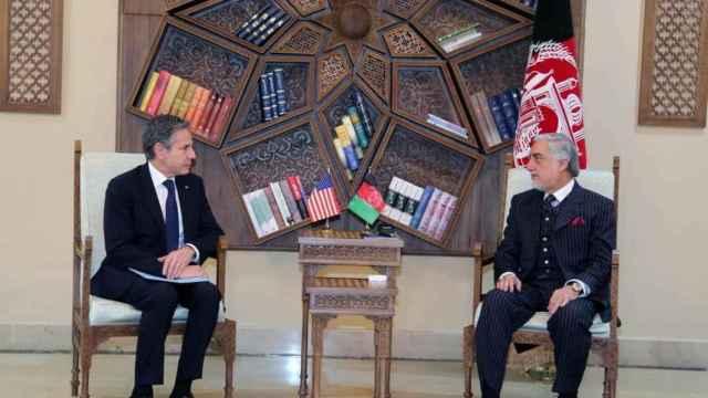 Antony Blinken y  el presidente del Alto Consejo Nacional de Reconciliación, Abdullah Abdullah.