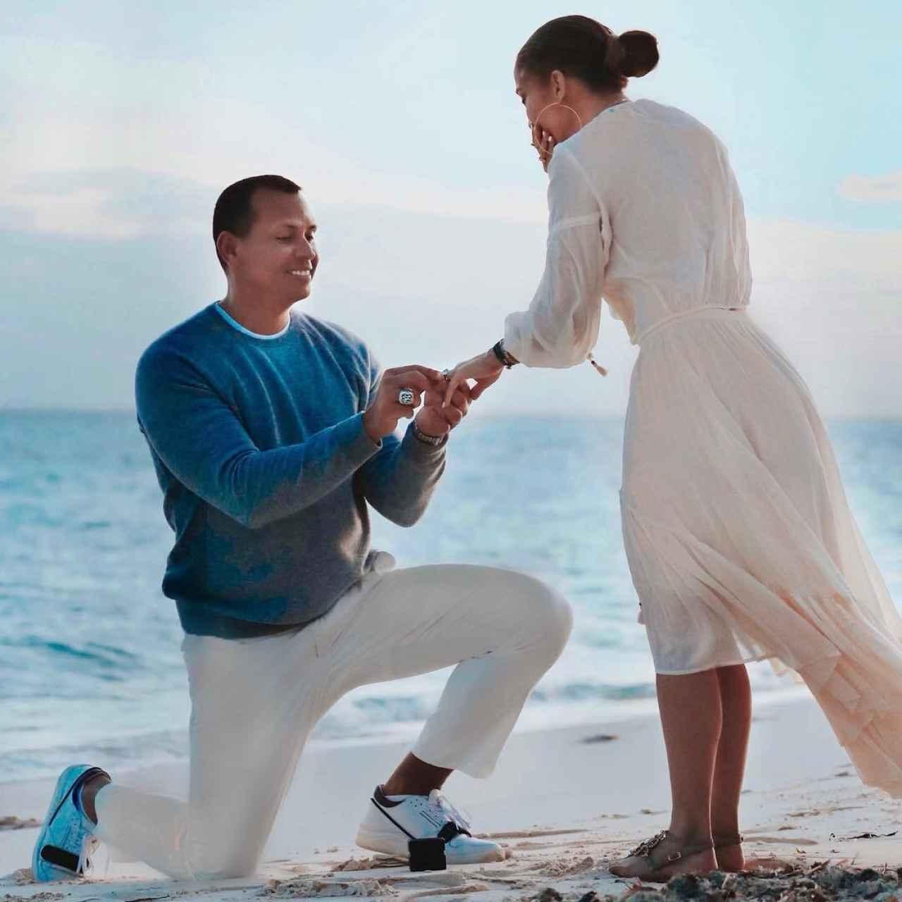 JLo y Alex Rodríguez en una imagen de su pedida de matrimonio.