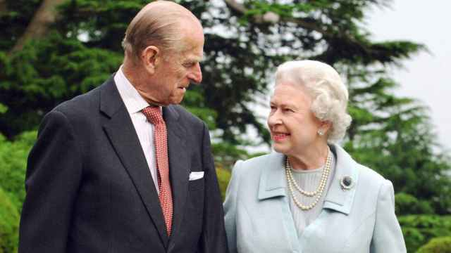 Felipe de Edimburgo y la reina Isabel, en una imagen de archivo.