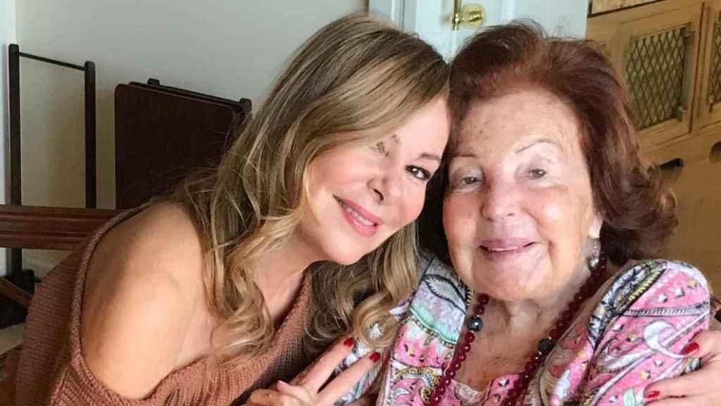 Ana Obregón y su madre, Ana María, en una imagen compartida en Instagram.