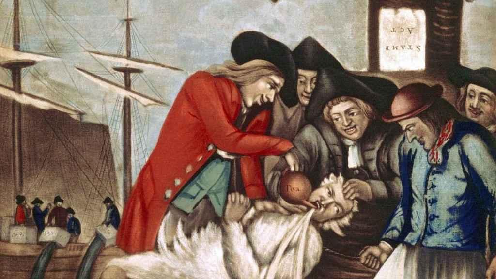 'Los bostonianos pagando al recaudador, o embreándolo y emplumándulo' (1774). Atribuido a Philip Dawe.