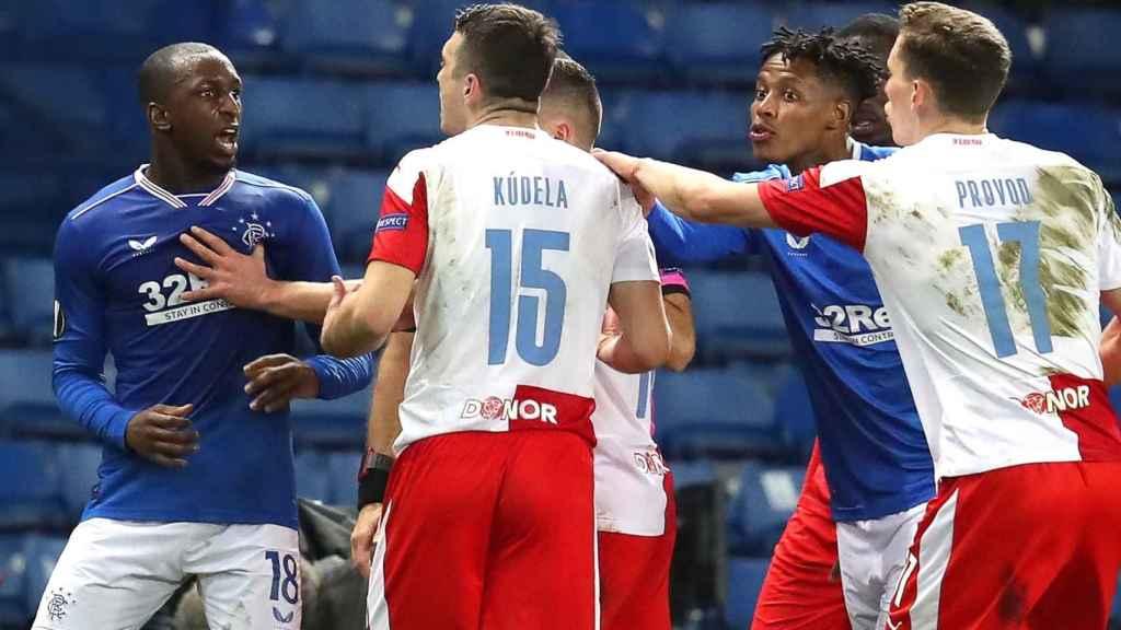 Enfrentamiento entre Kamara y Kúdela en el Rangers - Slavia