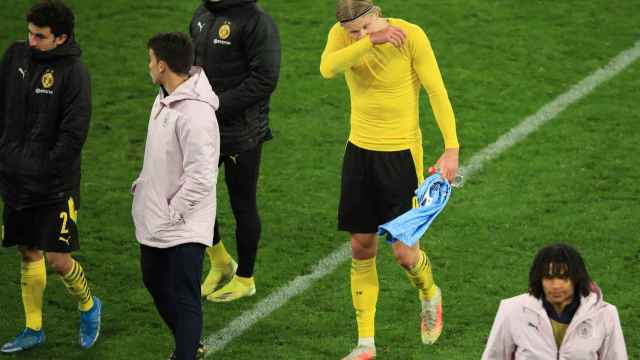 Haaland se retira del césped tras la derrota del Dortmund en Champions