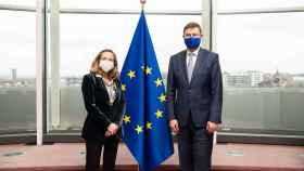 Nadia Calviño y  Valdis Dombrovskis, durante su última reunión presencial en Bruselas en enero