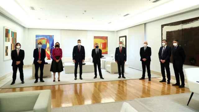 Foto de familia de la reunión entre Pedro Sánchez y Ford. EE