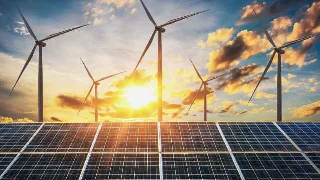 Varios sistemas de generación de energía renovable.