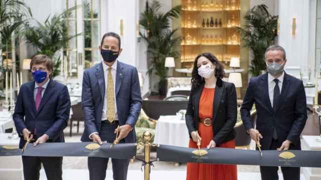 Imagen del corte de cinta en el renovado Ritz de Madrid.