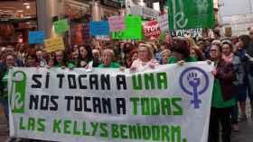 Manifestación de las kellys por el centro de Benidorm.