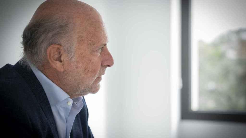 El doctor Pedro Jaén durante la entrevista en la clínica de Grupo Pedro Jaén, en Madrid.