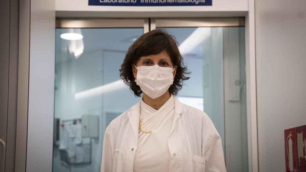 Pilar Llamas Sillero, en un pasillo del hospital Fundación Jiménez Díaz.
