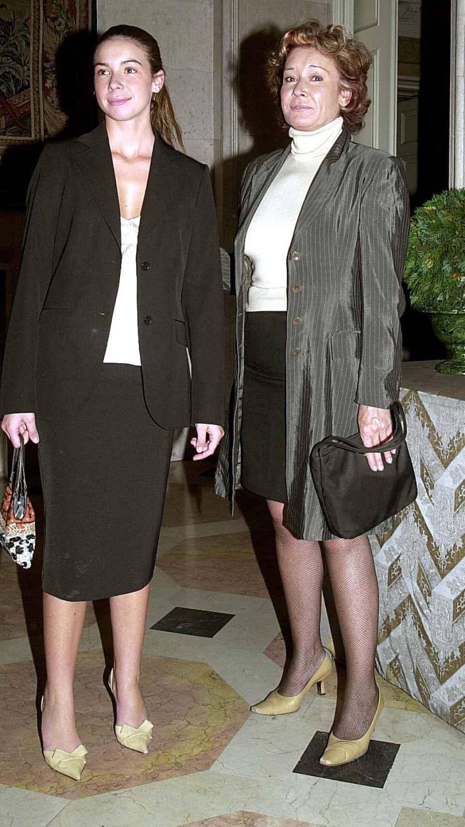 Mila Ximénez junto a su hija Alba en octubre de 2002.