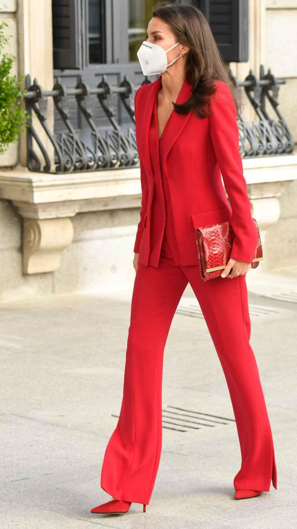 Letizia con un repetido traje de Torretta y salones a tono.
