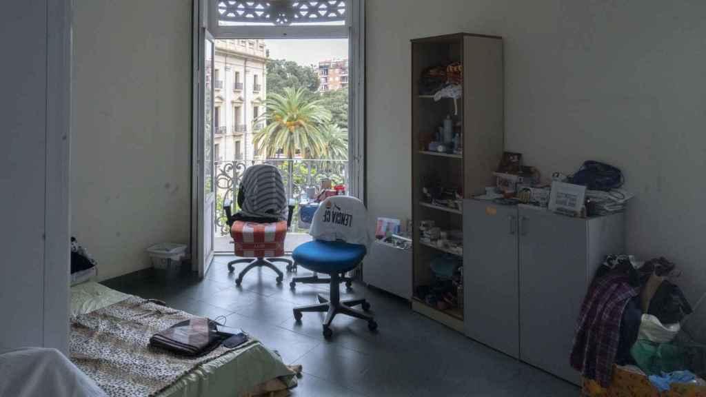 Habitación del albergue 'okupa' con vistas al Tribunal Superior de Justicia valenciano.