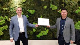Jesús Sánchez Paniagua, de Intel (izquierda), con Jorge Cui Liu, de Huawei (derecha).