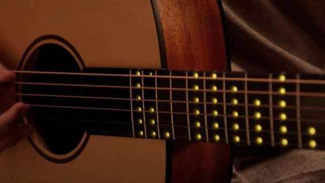 Una guitarra inteligente para aprender a tocar en minutos.