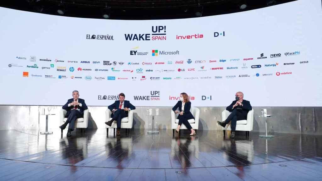De izda. a dcha: el europarlamentario Luis Garicano; el  secretario general del departamento de Asuntos Económicos y G20, Manuel de la Rocha; Luisa García, directora general de LLYC y el secretario general de CCOO, Unai Sordo.