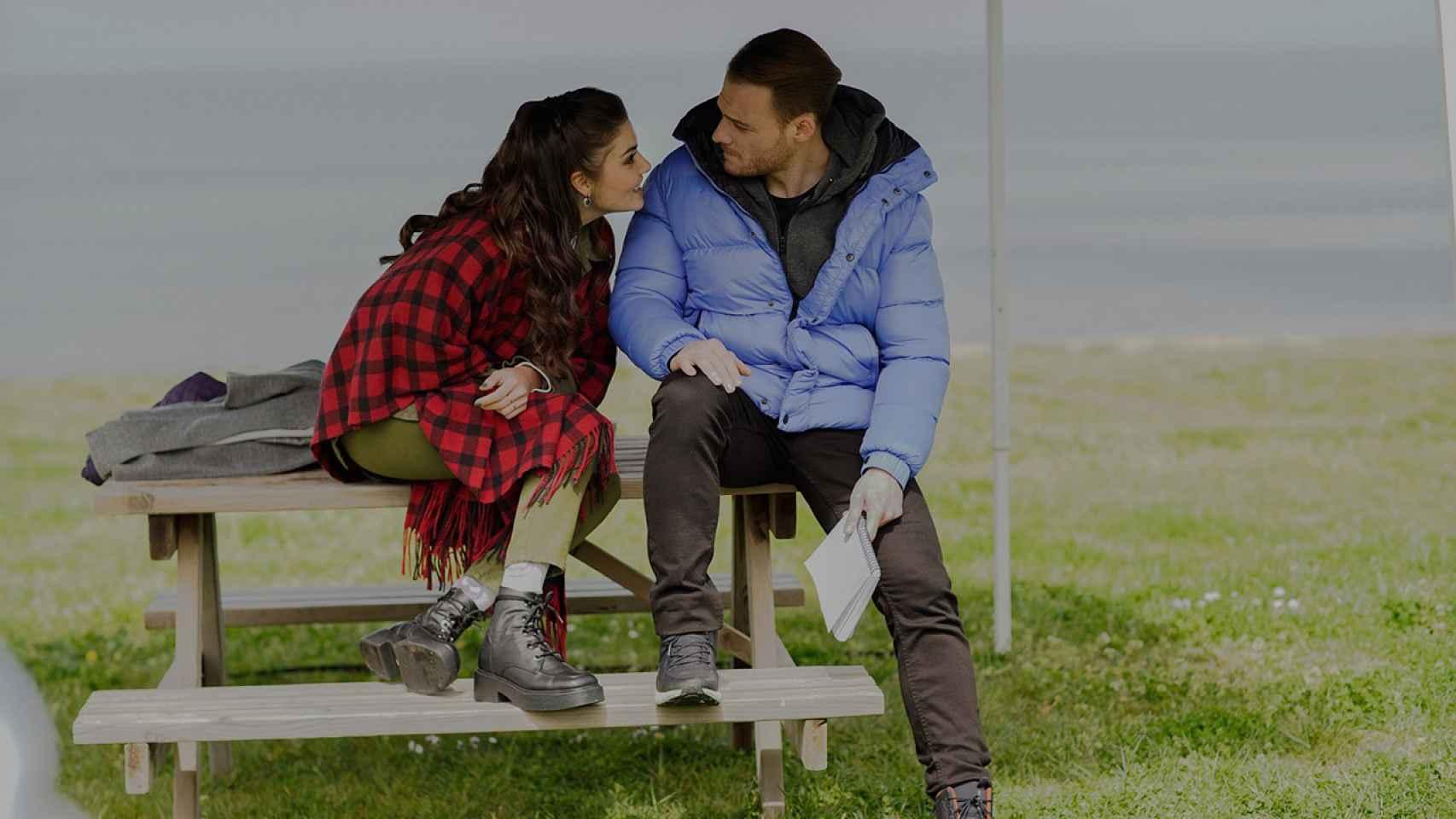 Nuevas fotos del final de la primera temporada de 'Sen Cal Kapimi ('Love is in the air')'