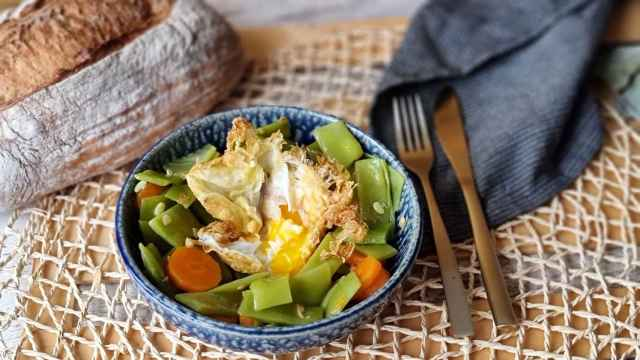 Judías verdes con zanahoria y huevo