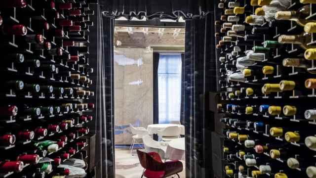 La espectacular cava de vinos del restaurante Alkimia.