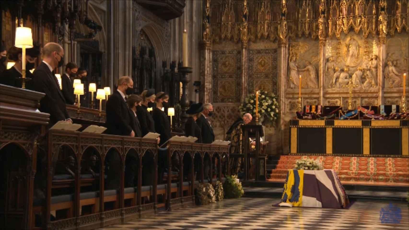 La reina Isabel II, familiares y ejército dan el último adiós al duque de Edimburgo