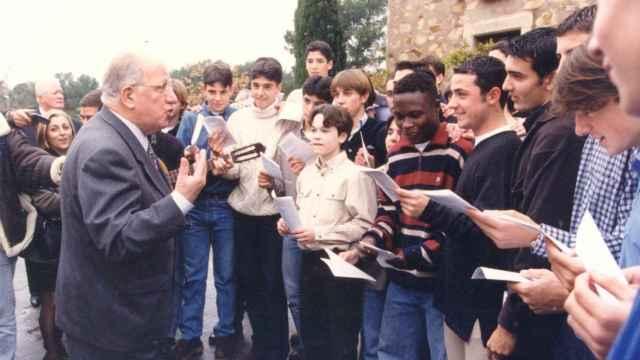 Josep Mussons en los inicios de La Masía, con jugadores como Iniesta presentes