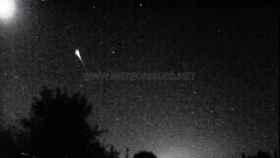Captura del vídeo en el que se ve la impresionante bola de fuego que anoche sobrevoló la Península