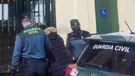 Momento en que la detenida es trasladada a los juzgados de Guadalajara