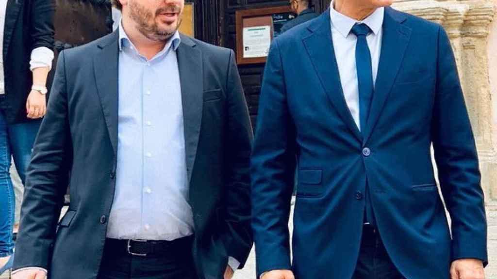 Fran Hervías, junto al actual alcalde de Granada, Luis Salvador.