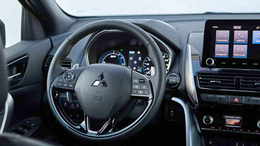 Interior del Mitsubishi Eclipse Cross PHEV.