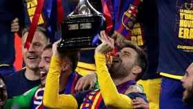 Gerard Piqué levanta la Copa del Rey de 2021