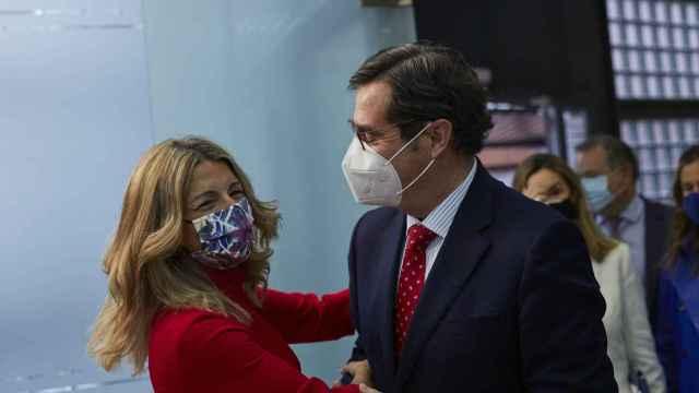 Yolanda Díaz, vicepresidenta tercera del Gobierno,  y Antonio Garamendi, presidente de la CEOE.