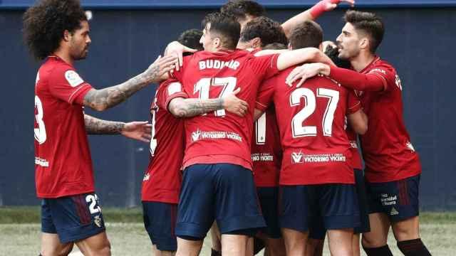 Los jugadores de Osasuna celebran uno de los goles frente al Elche