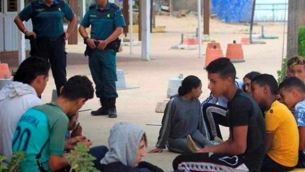 El Defensor del Pueblo denuncia que se desconoce el número de menores acogidos en España.