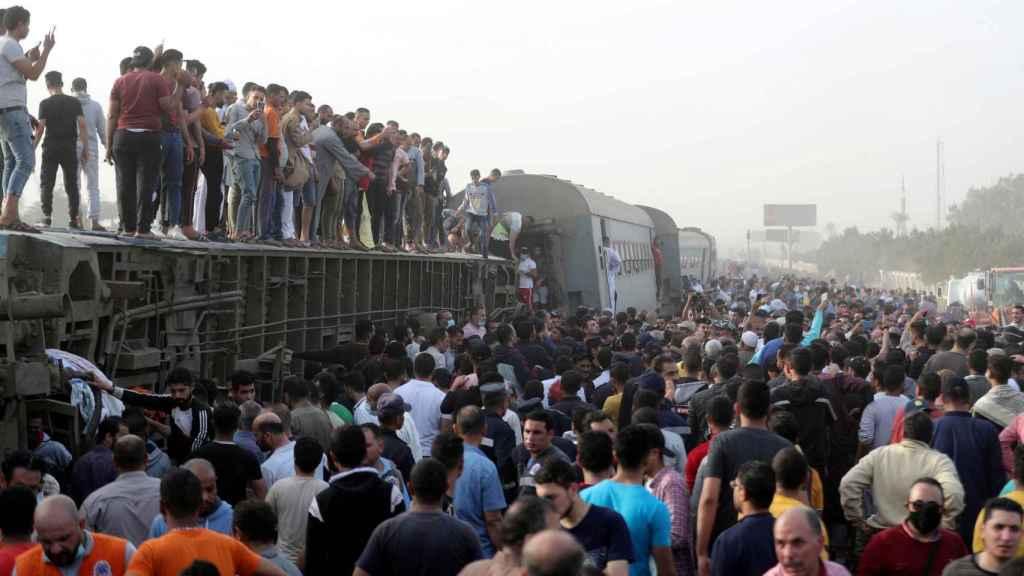 Imagen del tren accidentado en Egipto.
