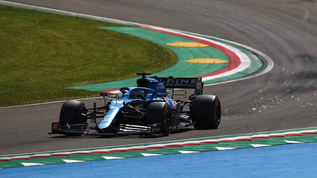 Fernando Alonso rodando en Imola