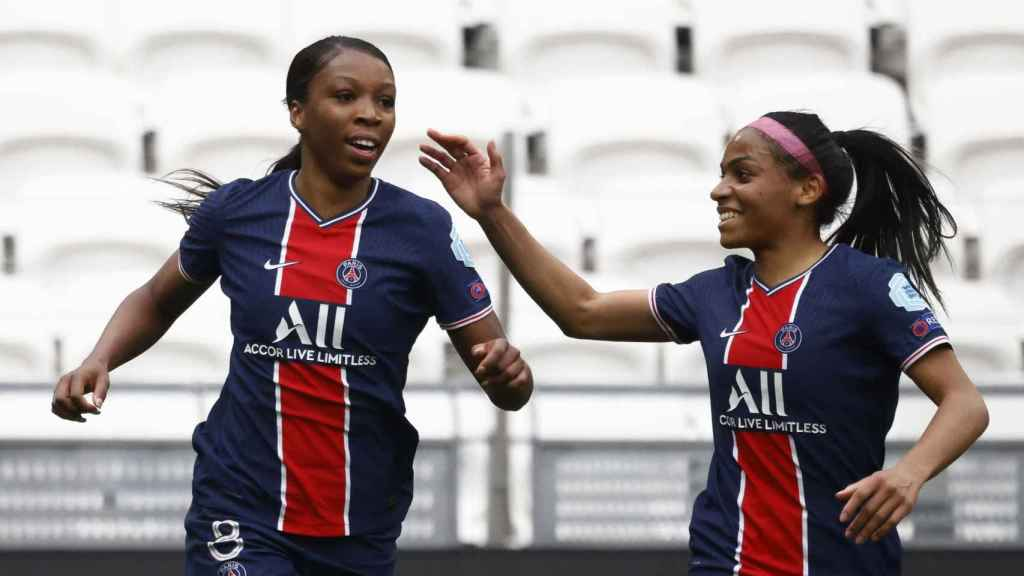 Grace Geyoro celebra su gol con Perle Morroni, en el Olympique de Lyon - PSG de la Women's Champions League