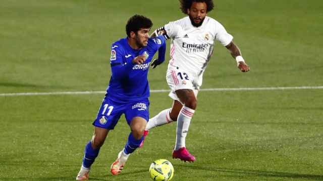 Carles Alena, perseguido por Marcelo