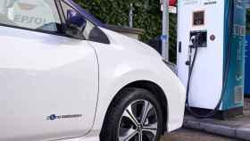 Punto de recarga fruto del acuerdo entre Nissan y Repsol.