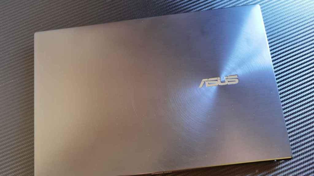 Hay poco de especial en el diseño del Asus ZenBook 13 OLED