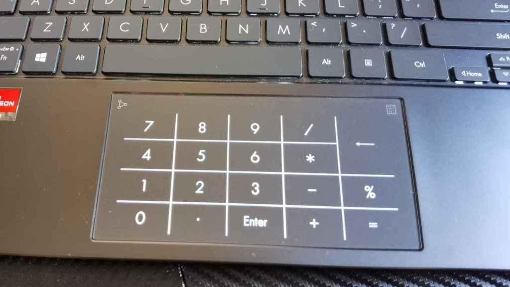 El trackpad tiene un teclado numérico que aparece al tocar un botón