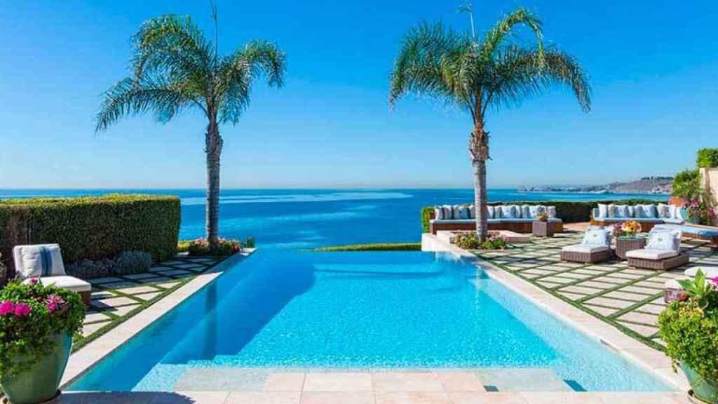 Imagen de la piscina infinita de la que disfrutaron las Hadid hasta la venta de su casa, en 2015.