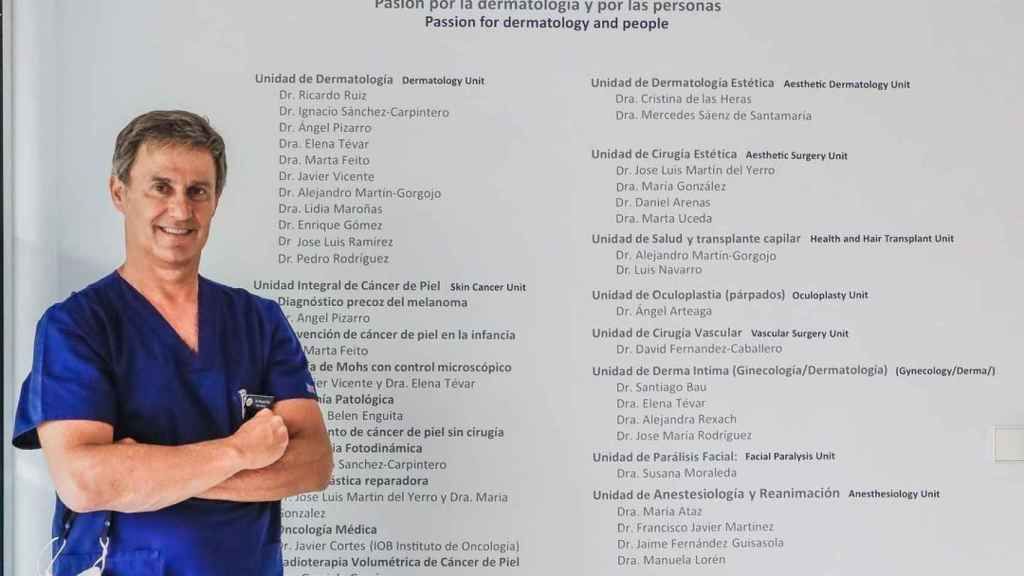 Dr. Ruiz Rodríguez in an image at the International Dermatological Clinic, of which he is director.